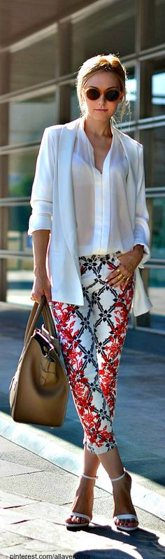Street style / chic women / casual chic / printed pants / white blazer / blazer branco / outfit