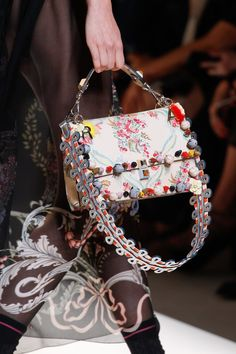 Fendi Spring 2017 Ready-to-Wear Fashion Show b17338fa4f130