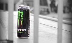 bebida energetica Monster entre rejas
