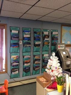 WOW! COOL!! Office magazine display by Thirty-One.