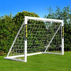 With its essential locking system and strong uPVC frame, this FORZA goal is perfect for use in the garden. Designed for children under 7.