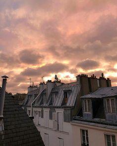 Se o Tour Eiffel é o sinal de Paris, a Catedral de Notre-Dame de Paris . Sky Aesthetic, Travel Aesthetic, Aesthetic Photo, Aesthetic Pictures, Nature Architecture, Pretty Sky, Tour Eiffel, Landscape Photographers, Aesthetic Wallpapers