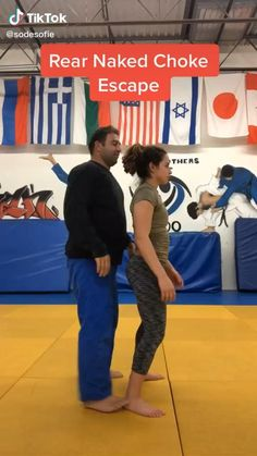 Martial Arts Techniques, Self Defense Techniques, Boxing Techniques, Self Defense Moves, Self Defense Martial Arts, Martial Arts Workout, Martial Arts Training, Gym Workout Tips, Workout Videos