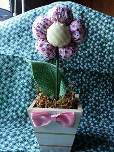 Vasinho de flor de fuxico.