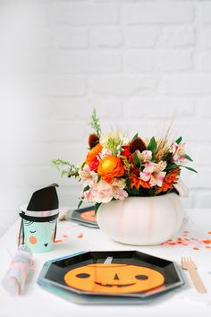 LoveOutLoud Teleflora's Enchanted Harvest bouquet, tap to shop. Seasonal Flowers, Fall Flowers, Fresh Flowers, Birthday Flowers For Her, Copper Beech, Line Flower, Red Cottage, Fall Bouquets, Orange Roses