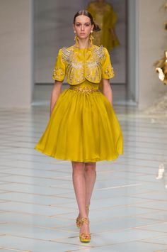 A look from the Guo Pei spring 2016 couture show. Photo: Imaxtree. http://fashionista.com/2016/01/guo-pei-haute-couture-spring-2016#&gid=ci01e3d0b120016345&pid=guo-pei-hc-rs16-5296jpg http://www.theclosetfeminist.ca/