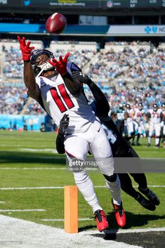 Julio Jones of the Atlanta Falcons on a pass that fell incomplete during the first quarter during their game against the Carolina Panthers at Bank of America Stadium on November 2019 in. Get premium, high resolution news photos at Getty Images Falcons Football, Nfl Football Players, Football Stuff, Football Pictures, Sports Pictures, Cincinnati Reds, Indianapolis Colts, Pittsburgh Steelers, Dallas Cowboys