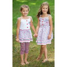 Ubranka dla dziewczynek z kolekcji Zatoka MMDadak - zwiewne, dziewczęce, w modnym marynarskim stylu.