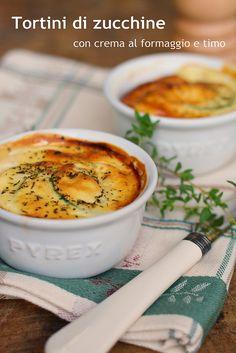 Tortini di zucchine con crema al formaggio profumata al timo