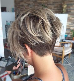 Undercut Fine Hair Pixie with Blonde Balayage Looking for new ways to up your hair volume? Check out these ultimate volume-boosting short hairstyles for fine hair! Short Hairstyles For Thick Hair, Haircuts For Fine Hair, Best Short Haircuts, Short Hair Cuts For Women, Short Hair Styles, Trendy Hairstyles, Hairstyles 2018, Bob Haircuts, Medium Haircuts