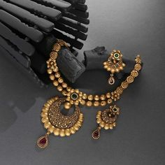 Antique Necklace Set jewellery for Women by jewelegance. ✔ Certified Hallmark Premium Gold Jewellery At Best Price Gold Bangles Design, Gold Earrings Designs, Gold Jewellery Design, Diamond Jewellery, Ring Designs, Gold Jewelry Simple, Stylish Jewelry, Bridal Jewelry Vintage, Bridal Jewellery