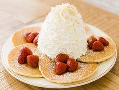 山盛り生クリームのパンケーキが埼玉上陸