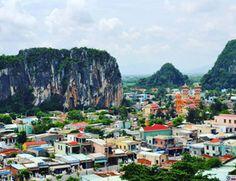 Marble mountains, Vietnam. There are a lot of huge beautiful caves inside.  Мраморные горы. Раньше здесь добывали горные породы, чтобы делать красивые статуэтки и вазы. Сейчас это природный памятник. Внутри гор есть большие пещеры, внутри которых сделаны буддийские храмы.