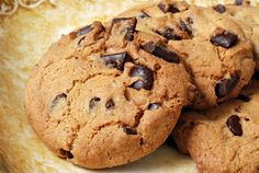 This chocolate chunk cookie dough can be frozen for several months. Choclate Chip Cookies, Gooey Cookies, Gourmet Cookies, Mini Cookies, No Bake Cookies, Yummy Cookies, Cupcake Cookies, Cupcakes, Samira Tv