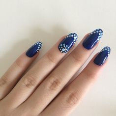 Gloss blue and white dot oval nails, hand painted acrylic nails, fake... ($22) ❤ liked on Polyvore featuring beauty products, nail care and nail treatments