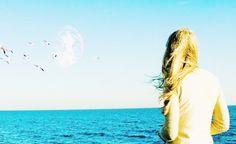 Another Earth est un excellent film de science-fiction dramatique américain écrit, produit et réalisé par Mike Cahill, sorti en 20II.
