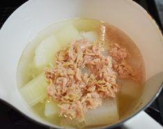 レンジで下ゆで♪染みじゅわ【大根とツナの炊き合わせ】 | つきの家族食堂 Soup, Cooking, Ethnic Recipes, Kitchen, Cuisine, Koken, Soups, Brewing, Kochen