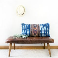 DIY Modern Leather Tufted Bench - Home Decoration and Diy Diy Interior, Furniture Makeover, Diy Furniture, Repurposed Furniture, Leather Furniture, Do It Yourself Regal, Home Decor Styles, Diy Home Decor, Diy Nightstand