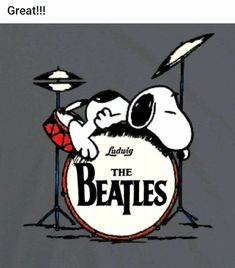 Snoopy Meets the Beatles Snoopy Images, Snoopy Pictures, Les Beatles, Beatles Art, Peanuts Cartoon, Peanuts Snoopy, Snoopy Cartoon, Comic Cover, Charlie Brown Und Snoopy