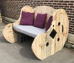 #Garden, #Outdoors, #PalletBench, #Patio, #RecyclingWoodPallets, #Reel, #Terrace I made this Cable Spool Garden Bench project using two cable reels measuring 1.4 meters & 1.6 meters for the seat & back portion. Also, I used a grinding disc equipped with a metal disc. This allowed me to remove a large layer of dirty