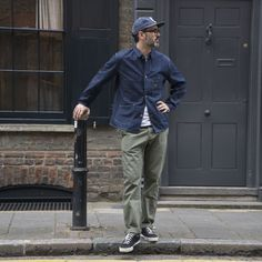 Featured here is Stevenson Overall's Old Glory Trouser in Sage, paired with their Railroad Jacket in Indigo, a denim… Japan Fashion, Look Fashion, Workwear Fashion, Mens Fashion, Casual Outfits, Men Casual, Look Man, Men Street, Gentleman Style