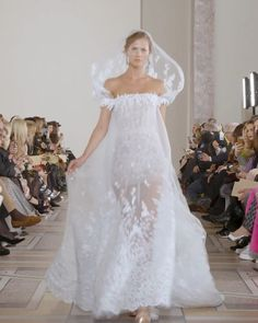 Georges Chakra Look Spring Summer 2020 Couture Collection - Spring Summer 2020 Couture Collection. Runway Show by Georges Chakra - Amazing Wedding Dress, Dream Wedding Dresses, Bridal Dresses, Wedding Gowns, Couture Fashion, Runway Fashion, Georges Chakra, Wedding Cape, Couture Collection