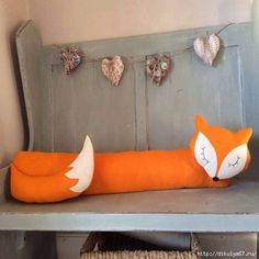 Felt Fox Draught Excluder by Florenceandthefox on Etsy. Door Draught Stopper, Draft Stopper, Door Stopper, Sewing Toys, Sewing Crafts, Sewing Projects, Diy Projects, Diy Pillows, Cushions