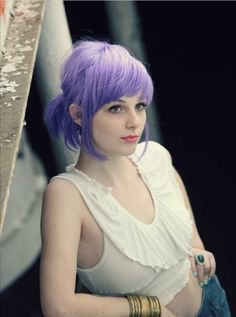 omg LOVE the huge chunk of bangs. This color will be mine. Once I get it white blonde, just add purple hair color to your shampoo for that soft lavender color