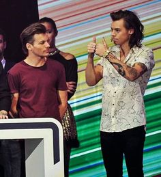 louis tomlinson and liam payne<<whoa seriously? Liam has changed over the years<<<< THIS COMMENT XD Harry Styles Edits, Harry Edward Styles, Louis Tomlinson, One Direction Fandom, Louis And Harry, Louis Williams, One Direction Pictures, Summer Photography, 1d And 5sos