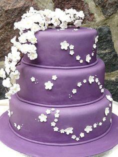 Purple Cake, White Flowers 15th Birthday Cakes, 40th Cake, 15 Birthday, Happy Birthday, Love Birds Wedding, Purple Wedding, Dream Wedding, Wedding Stuff, Wedding Ideas