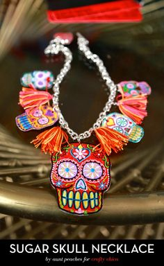 Sugar Skull Necklace by Aunt Peaches - The Crafty Chica Skull Necklace, Skull Jewelry, Diy Jewelry, Jewelery, Handmade Jewellery, Halloween Fashion, Halloween Jewelry, Halloween Costumes, Halloween Stuff