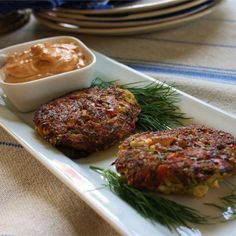 These Creole-spiced crab cakes make a delicious side dish or appetizer. The key is to use a small amount of crumbled crackers instead of breadcrumbs for a lighter, less-starchy cake. Creole Recipes, Cajun Recipes, Sauce Recipes, Seafood Recipes, Cooking Recipes, Cooking Tips, Keto Recipes, Famous Crab Cake Recipe, Crab Cake Recipes