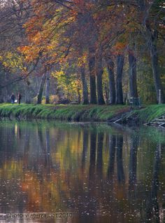 Autumn colours on the canal from Nantes to Brest (river Oust) in Josselin (Brittany)