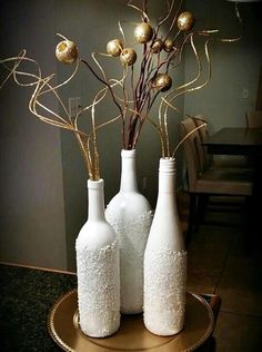 40 Intelligent Ways to Use Your Old Wine Bottles - Creative Ideas 💡 Old Wine Bottles, Wine Bottle Art, Painted Wine Bottles, Diy Bottle, Decorative Wine Bottles, Wine Bottle Centerpieces, Wine Bottle Decorations, Diy Centerpieces, Glass Bottle Crafts