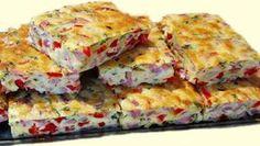 Vaječné řezy se šunkou a červenou paprikou-skvělé na večeři!   Milujeme recepty Czech Recipes, Ethnic Recipes, Tasty, Yummy Food, Bread Rolls, Quiche, Ham, Catering, Food And Drink
