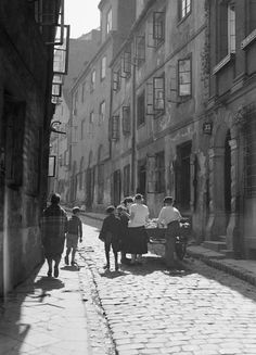 The city of Warsaw, capital of Poland, flanks both banks of the Vistula River. A city of million inhabitants, Warsaw was the capital of . Warsaw Ghetto, Warsaw Poland, Old Pictures, Old Photos, Funny Pictures, Visit Poland, The Lost World, Jewish History, World Cities