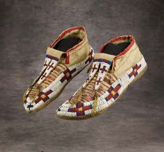 beaded moccasins | 252: Sioux Beaded and Quilled Moccasins