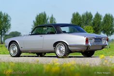 Jaguar Coupe, year Colour silver metallic with a black leather interior and black carpet. This magnificent Jaguar XJg was extensively and perfectly restored in the year … Jaguar Xj40, Jaguar E Type, Vintage Sports Cars, Vintage Cars, Bmw E21, Classic Cars British, Jaguar Daimler, Automobile, Xjr