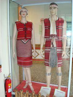 賽夏族男女服裝都有上衣、背心、胸衣、腰帶等