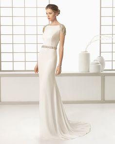 SABOYA vestido de novia en crep con adorno de pedrería.