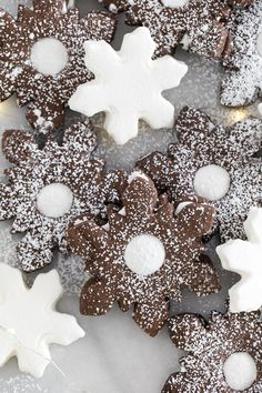 These Hot Chocolate Linzer Cookies with Marshmallow Creme will be a magical and delicious addition to any cookie tray or holiday dessert table. Chocolate Marshmallow Cookies, Marshmallow Frosting, Marshmallow Creme, Linzer Cookies, Cocoa Cookies, Christmas Biscuits, Christmas Sugar Cookies, Biscuits Au Cacao, Frozen Hot Chocolate