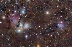 En la izquierda de la imagen se puede observar la nebulosa NGC 2170, acompañada de otras nebulosas de emisión y reflexión. Forman parte de la gigantesca nube molecular Mon 2, a 2.400 años-luz de distancia de nuestro planeta. #astronomia #ciencia