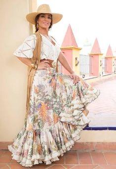 Resultado de imagen para batas rocieras de camino Looks Chic, Casual Looks, Flamingo Dress, Spanish Fashion, Spanish Style, Feminine Dress, Dance Dresses, Western Wear, Dance Costumes