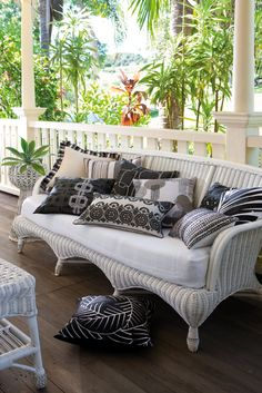 Edition 20 - KAS Cushions: Black and White perfection. Porches, Outdoor Chairs, Sofas, Cushions, Lounge, House Design, Couch, Black And White, Interior