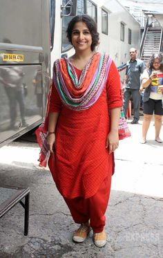 Vidya Balan posed for the cameras looking pretty in a red salwar on 'Jhalak Dikhhla Jaa Cute Celebrities, Indian Celebrities, India Fashion, Daily Fashion, Fashion Beauty, Vidya Balan Hot, Salwar Dress, Salwar Kameez, Indian Designer Suits