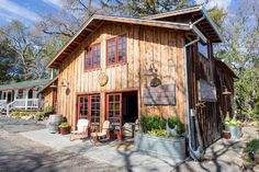 Tour an Authentically Rustic Farmhouse in Napa Valley (and Its Accompanying Barn)