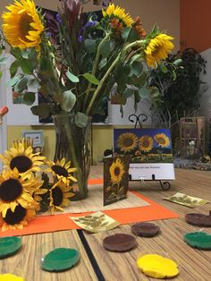 Painting sunflowers: Provocation using real flowers, plastic flowers, and other examples @ Kinderoo Children's Academy ≈≈
