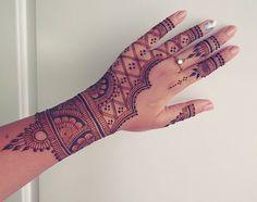 Full design!! The video for this is already up on my YouTube channel *link in bio*. Design was inspired by @shivanihennaart #Henna #Designs #AyyariHenna #HennaByAnjum #HennaTattoo #HennaDesigns #Pakistani #Designs #Love #PositiveVibes #BridalHenna #HennaArt #HennaArtist #Pretty #Mehindi #Bakersfield #Art #TemporaryTattoo #Tattoo #Traditional #TraditionalHenna