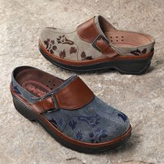 Embroidered Clogs - Acacia