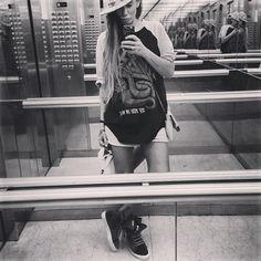 "@aizadolmatovaaa's photo: ""SHOPPING на мне кофта @obeyrussia кепка @hearts_of_4 кеды @dk__fashion шорты сумка  @topshop_russia"""